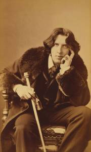 Oscar Wilde by Napoleon Sarony [Public domain], via Wikimedia Commons.