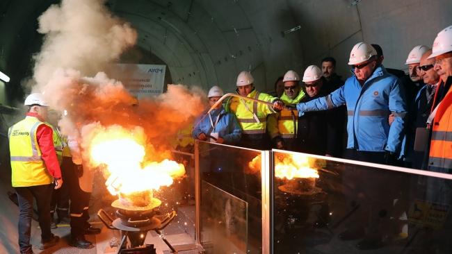 Cumhurbaşkanı Recep Tayyip Erdoğan, Gayrettepe-İstanbul Havalimanı Metro Projesi İlk Ray Kaynağı Töreni'ne katıldı.