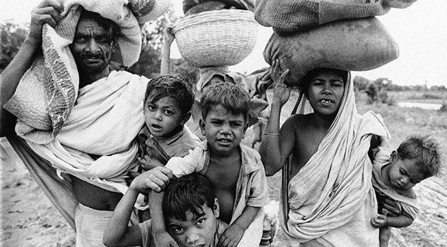 1971'de Doğu Pakistan'dan (Bangldeş) Hindistan'a göç eden sığınmacılar. Fotoğraf: AP