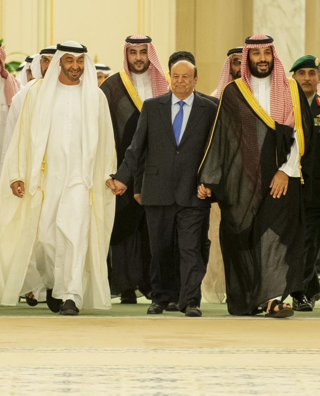 Yemen Cumhurbaşkanı Abdurabbu Mansur Hadi (ortada), Suudi Arabistan Veliaht Prensi Muhammed bin Selman (sağda) ve Abu Dabi Veliaht Prensi Şeyh Muhammed bin Zayid Al Nahyan'ın (solda). Fotoğraf: AA