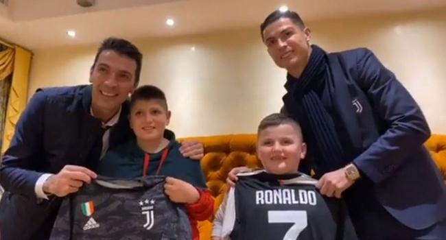 Ronaldo ve Buffondan Arnavut çocuklara sürpriz