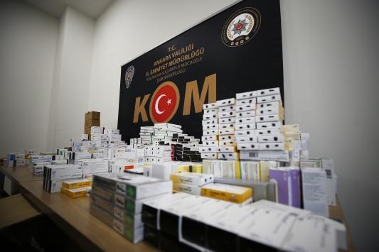 Ankarada terör örgütlerine ilaç temin ettikleri öne sürülen 2 şüpheli yakalandı