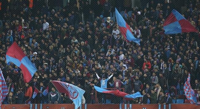 Trabzonspor taraftarları Fenerbahçe galibiyetini kutladı