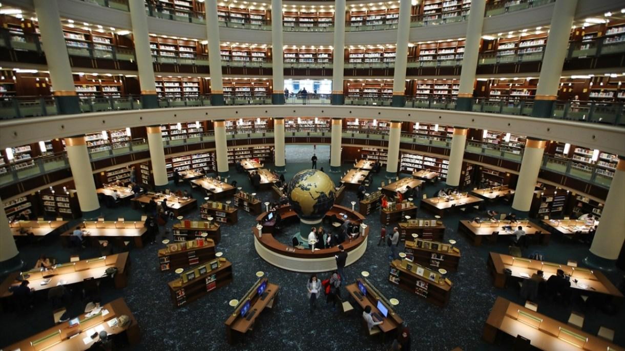 Cumhurbaşkanlığı Külliyesi`nde kapılarını açan ve raflarında milyonlarca eserin yer aldığı Türkiye`nin en büyük kütüphanesi, ilk günden kitapseverlerin buluşma noktası oldu