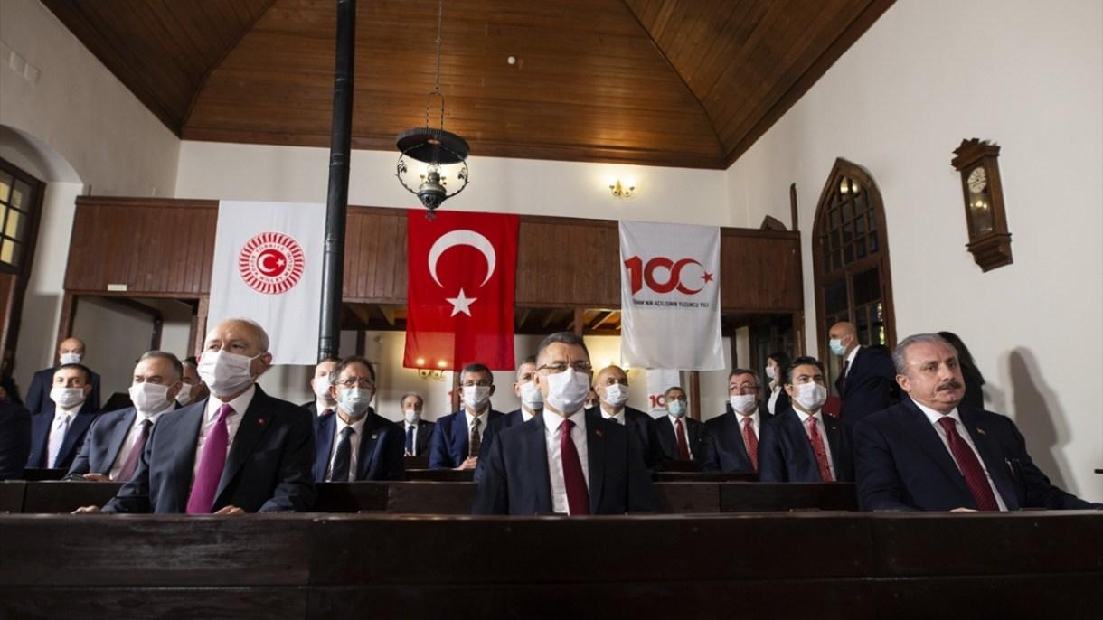 Programa CHP Genel Başkanı Kemal Kılıçdaroğlu ve Cumhurbaşkanı Yardımcısı Fuat Oktay da katıldı.