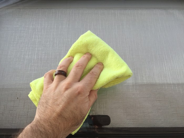 Cleaning a Dometic Seitz Window
