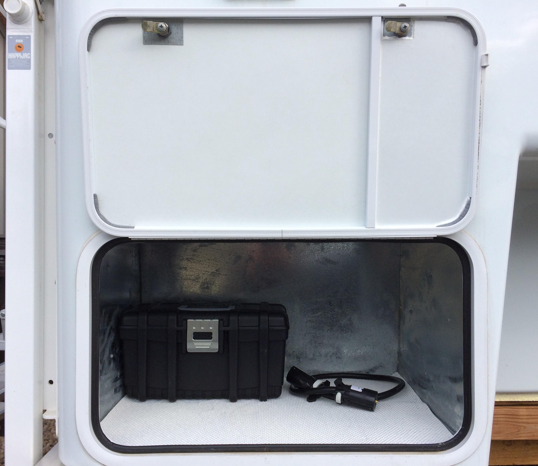 Bigfoot 25C9.4SB Review - Truck Camper Adventure