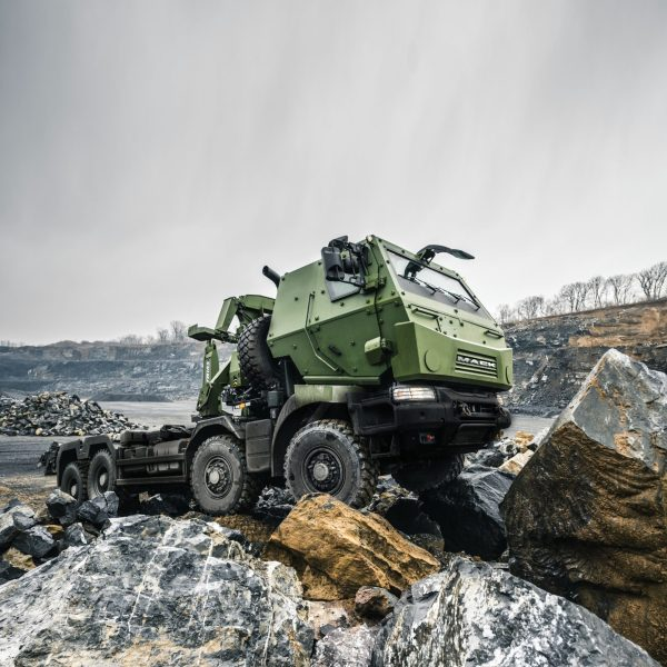 Canadian Forces take delivery of Mack military trucks ...