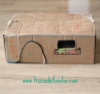 DIY establo cerrado con caja de cartón