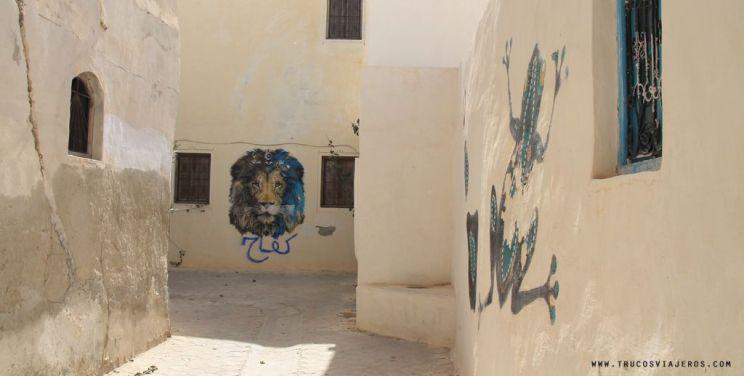 lion and frog graffiti street art Tunisia Djerba