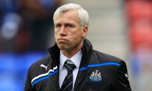 Newcastle United manager Alan Pardew reacts