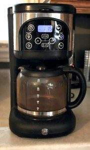 Do you like a cup of coffee to get you going in the morning?  To make sure you get the best tasting cup you need to clean your coffee machine thoroughly.  These tips will be certain to provide you with a great cup and as a bonus, the cleaning ingredients used are all natural.