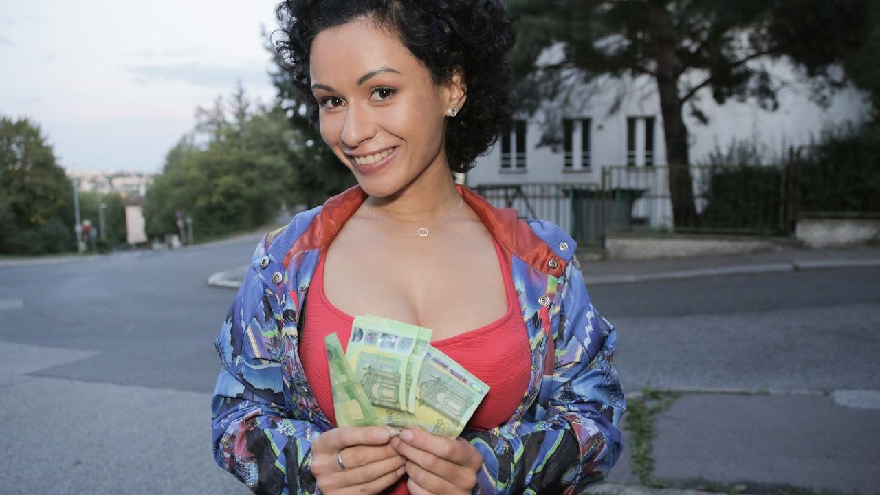 Ela aceita tudo por dinheiro - Public Agent - True Public Porn