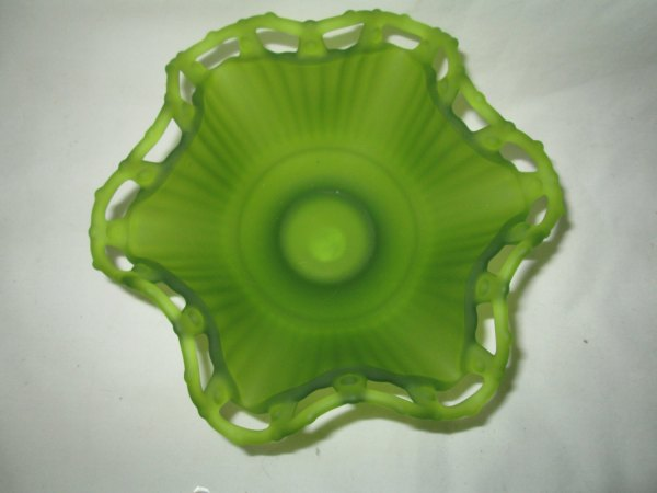 """Beautiful Vintage Bright Green Scalloped Lattice bowl Reticulated Edge and a collar base 6"""" across 4"""" tall"""