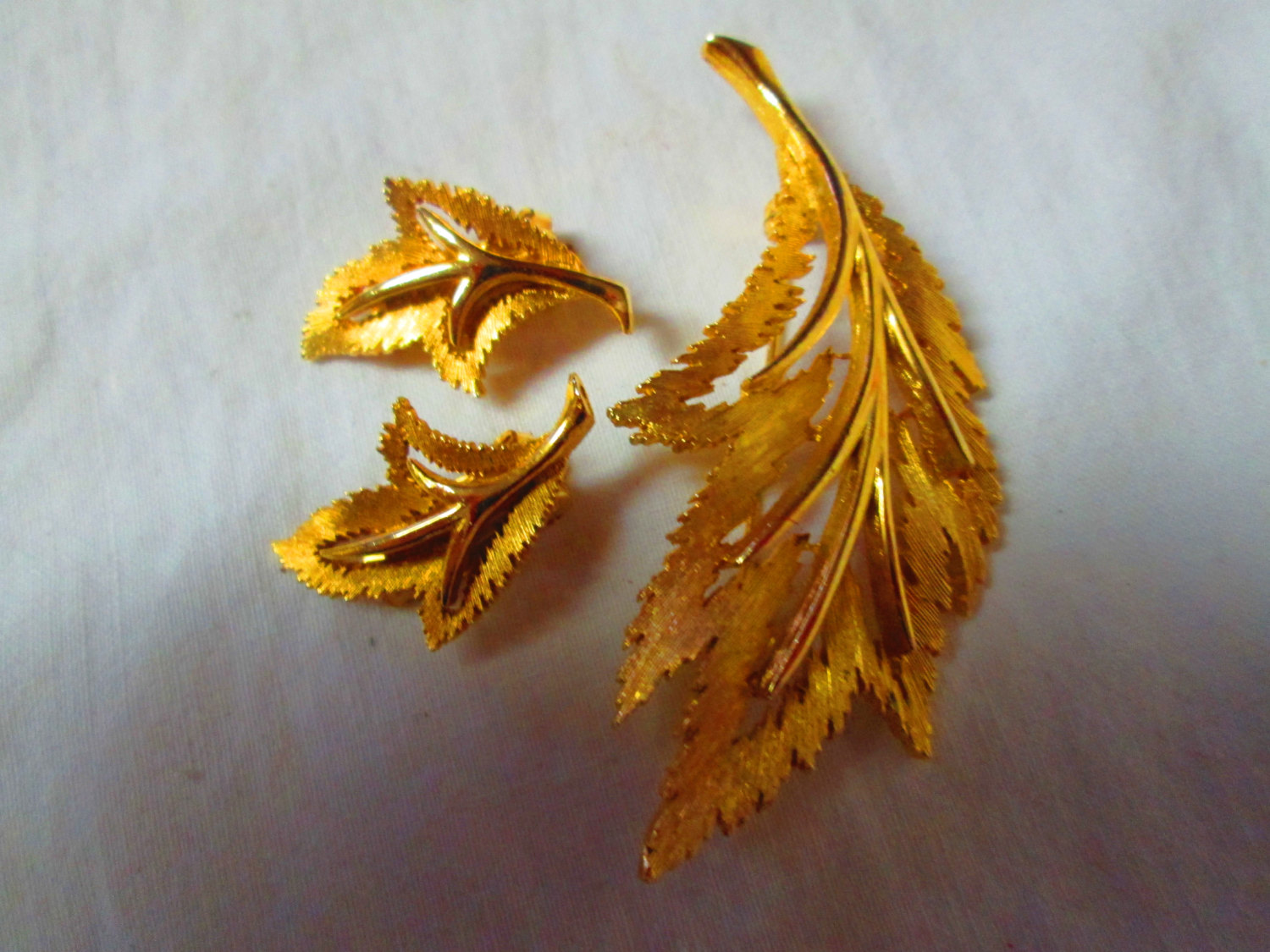 Fantastic Fall Leaf Gold Tone Brooch Pin And Matching Clip