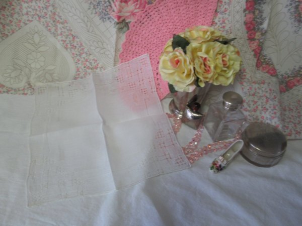 Pretty White Art deco fine cotton cut work hankie handkerchief collectible display shabby chic cottage decor