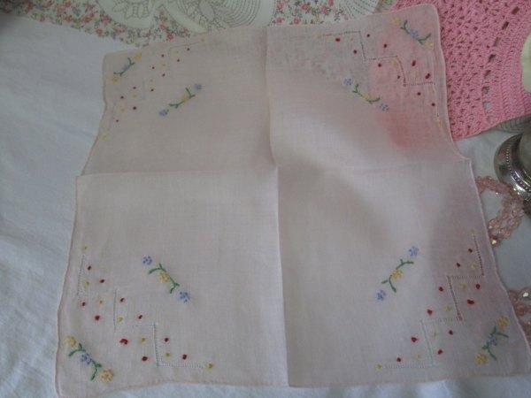 Vintage Beautiful Peach color Art Deco Hankie handkerchief cut work & embroidery