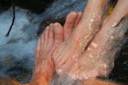 Como eliminar los hongos de los pies