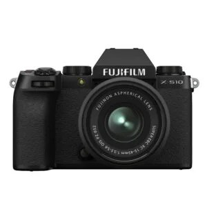 X S10 front 15 45mm The Fujifilm X-S10 is a lightweight, mirrorless camera aimed at eliminating shake