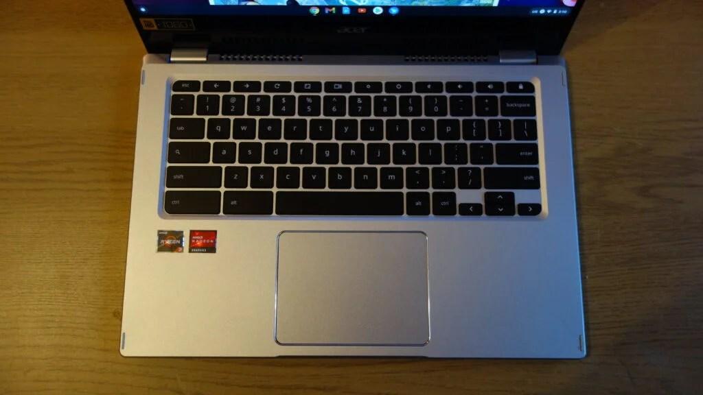 Клавиатура имеет приятные тактильные ощущения, что является хорошим вариантом для студентов и офицеров.