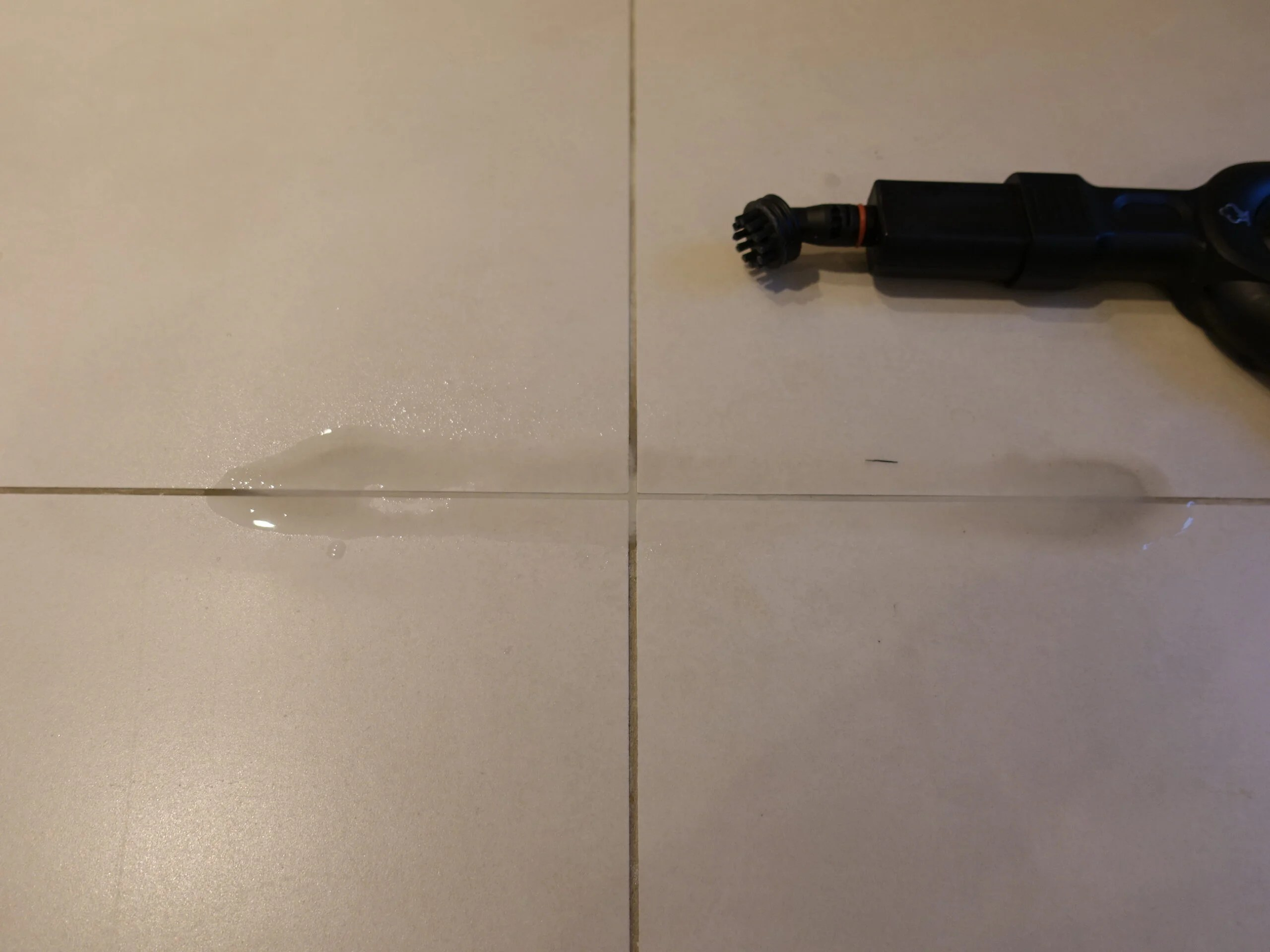 Polti Vaporetto Smart 100_B cleaning grout