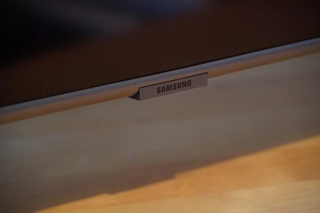 The difference between the Samsung Q65T / Q60T TV is the silver trimmed bezel