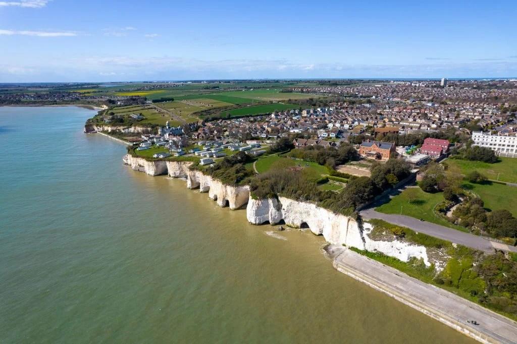 Пример изображения DJI Air 2S, показывающий побережье