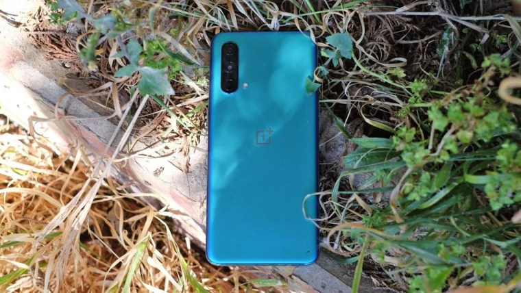 The OnePlus CE 5G has a pleasant blue back. Black and silver are also options