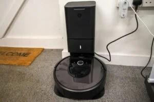 iRobot Roomba i7+ hero