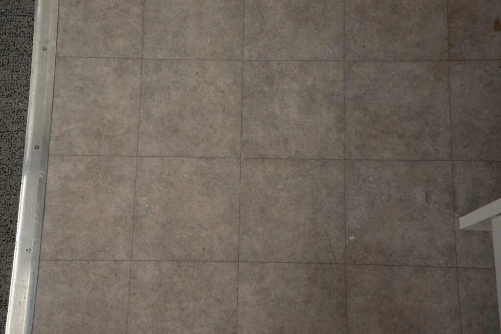 iRobot Roomba i7+ clean hard floor