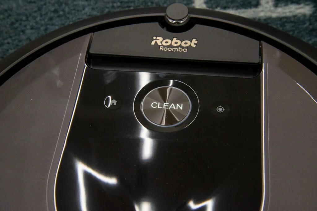 iRobot Roomba i7+ buttons