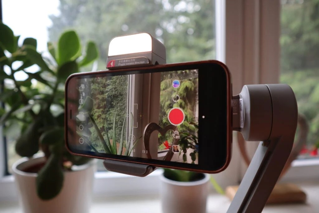 Smooth-Q3 имеет встроенную заполняющую подсветку для селфи-снимков.