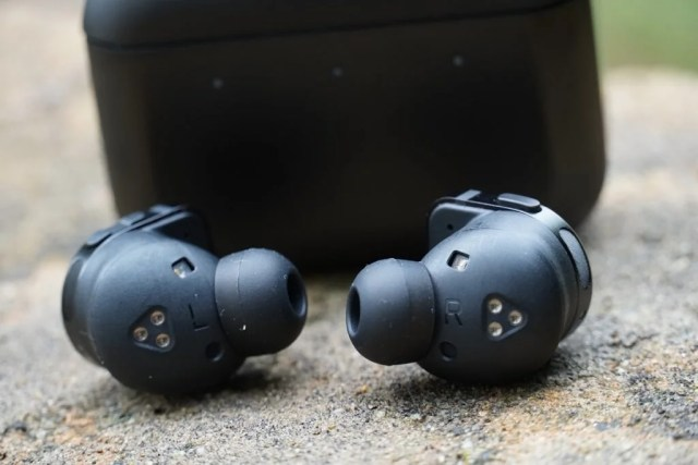 Master and Dynamic MW08 earbuds