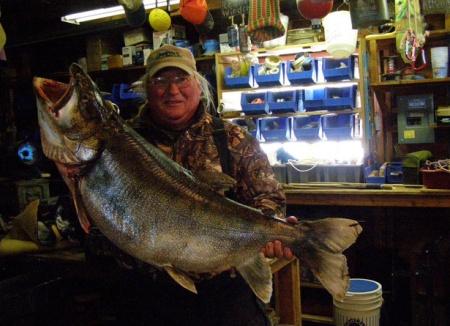 Truta de lago recorde - pesca no gelo - Canadá