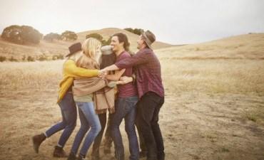 Friends-group-hug