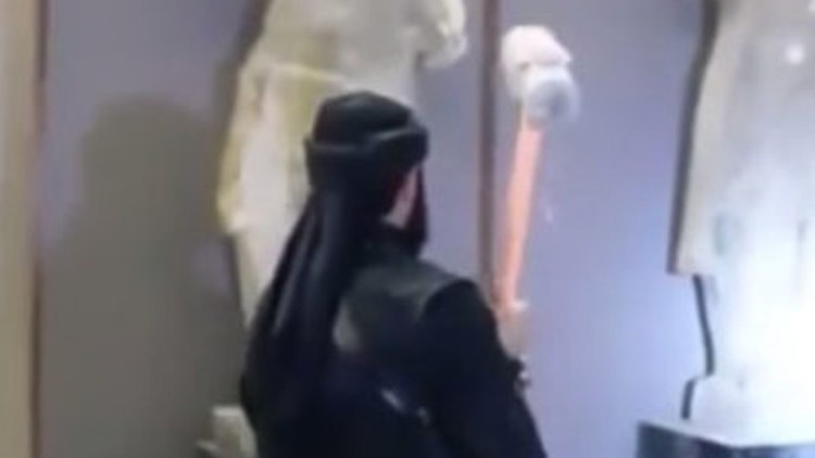 Ancient statues destroyed by ISIS fake