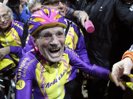 A Cyclist of 105 years old Rode 14 Miles in One Hour