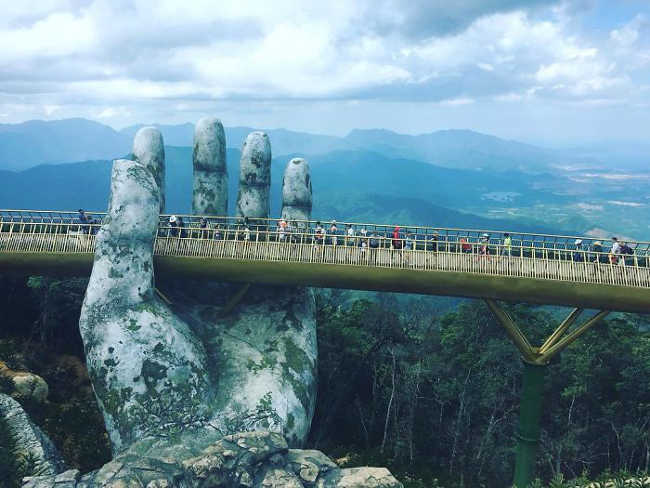 Spectacular Bridge in Vietnam Will Make You Feel like You Are in a Dreamland-5