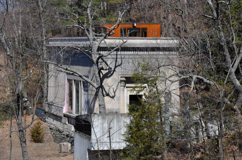 The former Carl Sagan residence above the Ithaca Falls. Photo: Wikipedia