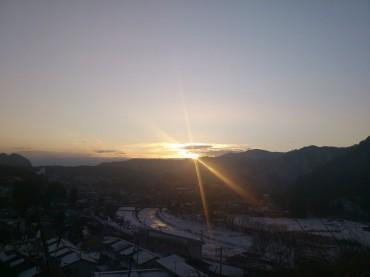 夕方でも、朝でもありません。岩泉の午後2時。二月は日照時間が短いです。