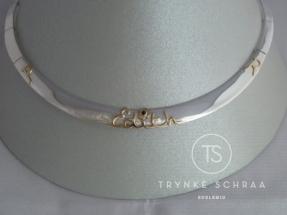 Zilveren collier met gouden naam