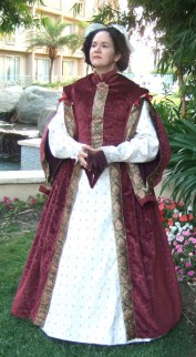 1580s gown with beaded forepart & sleeves