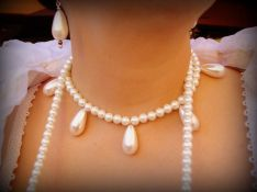 1590s pearl jewelry, photo by Sandra Linehan