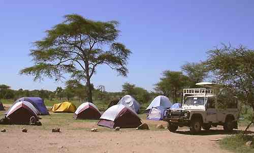 Safari Tsavo en Camping 3jours depuis Diani Beach Kenya. Safaris en camping tente igloo 2 places et en camps publics depuis la côte de l'océan Indien Diani