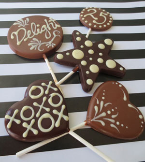 Customize Delight's chocolate lollies