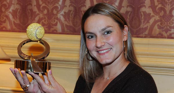 Nadia Petrova holds Diamond Ball trophy - Qatar Total Open 2013 -