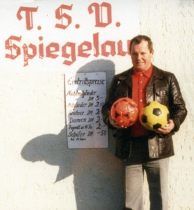 Herbert Meißner fur dem alten Kassenhäuschen 1979