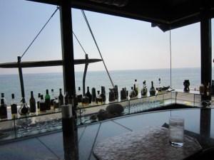 珊瑚礁 モアナマカイ店 — 鎌倉 七里ヶ浜で サーフィンの後の 絶景カレーランチ♪