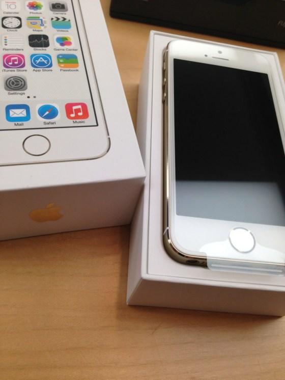 iPhone 5s シャンパンゴールド 64GB SoftBank をゲット! Appleストア銀座に21時間並び勝ち取りました!!