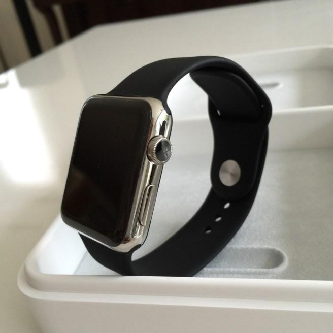 Apple Watch 42mm ステンレススチールケース with ブラックスポーツバンド 写真多数! 開封の儀!!